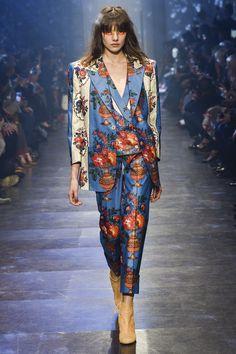 Vivienne Westwood Spring 2016 Ready-to-Wear Fashion Show