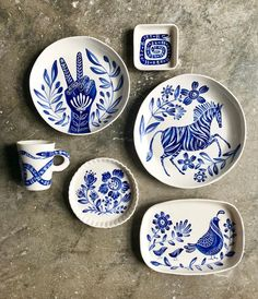 💙A little bit indigo 📷 by: Becca Jane KoehlerBecca Jane Studio blue and white ceramics These will be available along with other pieces on July 1 at EST in my Etsy Shop.The coolest dining set. Pottery Painting, Ceramic Painting, Ceramic Art, Ceramic Plates, Ceramic Pottery, Painted Plates, Crackpot Café, Keramik Design, Pottery Designs