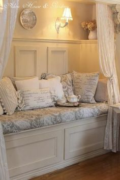 small room: Cozy Reading Nook at Aiken House and Gardens. Window seat without the window. Vintage Camper Interior, Decoration Shabby, Decorations, Cozy Nook, Cozy Corner, Romantic Homes, Bedroom Romantic, Romantic Cottage, Bedroom Vintage