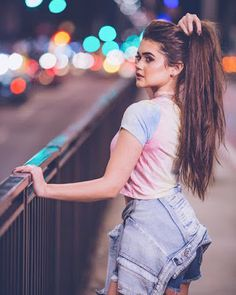 Dpz for girls Photography Poses Women, Tumblr Photography, Portrait Photography, Best Photo Poses, Girl Senior Pictures, Posing Guide, Instagram Pose, Fashion Mode, Female Poses