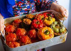 Gemista- Grekiska fyllda paprikor och tomater - ZEINAS KITCHEN Veggie Recipes, Cooking Recipes, Zeina, Ratatouille, Tacos, Zucchini, Stuffed Peppers, Vegetables, Eat