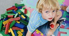 Idéias para festa de aniversário com o Batman LEGO. Se você tem um filho entre 5 e 12 anos, existem chances de que ele ama super-heróis e LEGOs. A LEGO criou uma linha de brinquedos do Batman em 2006 e, em 2008, a Tales Travelers assumiu a linha LEGO Batman e deu vida um jogo de videogame. Entre as histórias em quadrinhos, brinquedos e vídeo game, você pode, facilmente, recolher tudo que você ...