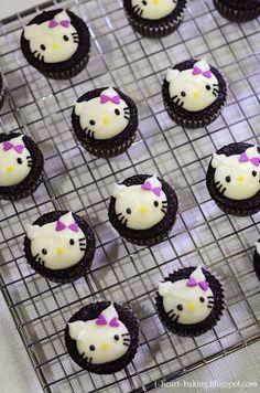 hello kitty mini cupcakes