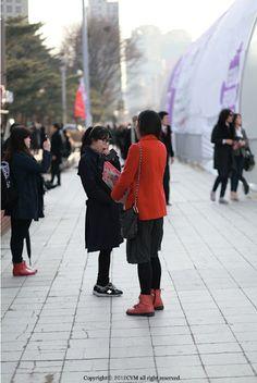 FW Seoul Fashion Week Street Fashion of Fashion People Where : Olympic park, Seoul Seoul Fashion, Street Fashion, Olympics, Street Style, Park, People, Urban Fashion, Urban Style, Parks