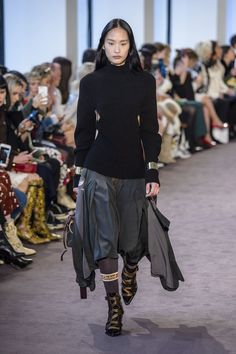 Gucci Cruise 2018 Catwalk State Of Mind Pinterest Gucci Cruises And Catwalks