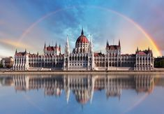 A London Tourist Guide. You Don't Need A Travel Agent To Pick A Great London Hotel. A great hotel turns your vacation into a fantasy. Budapest City, Budapest Hungary, Background Images Wallpapers, Wallpaper Backgrounds, London Tourist Guide, Reisen In Europa, Living In Europe, Great Hotel, London Hotels