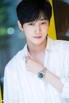 HD 포토 :: 네이버 TV연예 Hot Korean Guys, Korean Men, F4 Boys Over Flowers, Handsome Korean Actors, B1a4 Jinyoung, Kdrama Actors, Asian Actors, Guys And Girls, Boyfriend Material