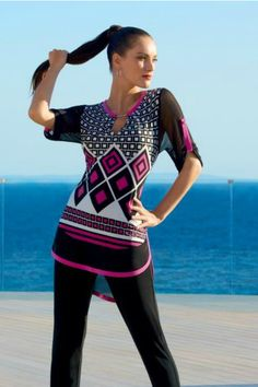 Shop de blouse: https://www.jeroenbeekman.nl/blouses-en-tunieken/joseph-ribkoff/zwart/161769/2462.1.011336/