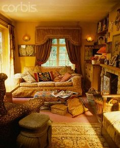 Elegant English country living room ideas for your home. English cottage interior design suggestions and inspiration. English Cottage Interiors, English Country Cottages, English Cottage Style, English Interior, English Country Decor, English Style, French Cottage, Modern Country, French Country