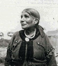 Free archive of historic Native American Indian Tribes Photographs, Pictures and Images. Photographs promote the Native American Tribes culture Native American Pictures, Indian Pictures, Native American Tribes, Native American History, Blackfoot Indian, Native Indian, Native Art, Before Us, First Nations