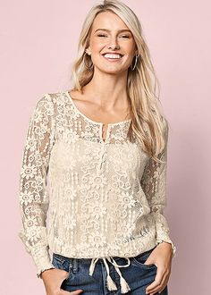 Lace never goes out of style! Venus lace drawstring top with Venus seamless cami, Venus color skinny jeans and Venus high heel strappy sandal. Venus Clothing, Colored Skinny Jeans, Blouse Dress, Peasant Tops, Lace Tops, Ideias Fashion, Long Sleeve Tops, Fashion Looks, Fashion Outfits