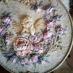 Всем чудесного дня! Готов мой новый медальон с чудесным ангелочком!! Фото конечно не предает всей красоты! Золотой потали совсем не…