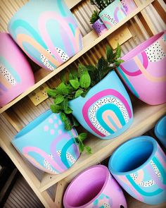 This would work with clearance easter buckets.I could paint them like this. Painted Plant Pots, Painted Flower Pots, Cute Crafts, Diy Crafts To Sell, Crafts For Kids, Diy Craft Projects, Deco Nature, Diy Planters, Pottery Painting
