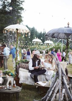 Be still our boho hearts! This festival inspired wedding gives us all the feels. Outdoor boho wedding