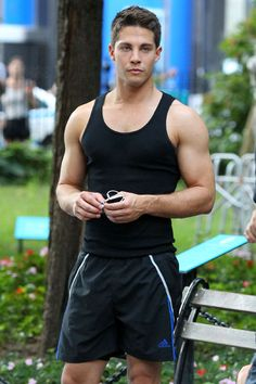 Dean Geyer    Fans got their first taste of Rachel Berry's new leading man on August 12 when the cast of Glee filmed season four scenes in NYC.