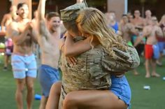 A Soldier Returned To His Frat House To Surprise His Girlfriend In This Heartwarming Video Frat Brothers, Soldiers Returning Home, Comin Home, College Parties, Strong Love, Old Love, Fraternity, Senior Pictures, Girlfriends