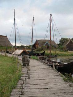 Wikingerhafen in Bork / Dänemark Viking Hall, Medieval Village, Danish Vikings, Vikings Time, Viking House, Farm Village, Germanic Tribes, Viking Ship, Tall Ships