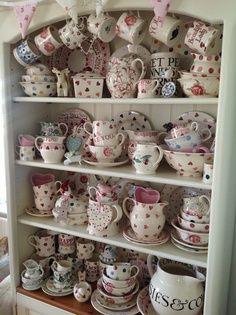 Love a bit of Bridgewater ; Cocina Shabby Chic, Shabby Chic Kitchen, Shabby Chic Decor, Shabby Chic Upcycled Furniture, Diy Plate Rack, Cocoa Party, Emma Bridgewater Pottery, Vintage Pram, Irish Cottage