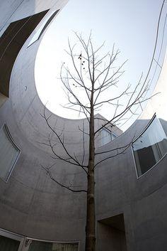 Okurayama Apartments by SANAA (via Gau Paris) Tokyo Architecture, Modern Architecture Design, Classical Architecture, Amazing Architecture, Interior Architecture, Ryue Nishizawa, Alvar Aalto, Exotic Places, Courtyards