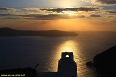 Coucher de soleil sur l'archipel de Santorin - Grece