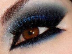 Formato geométrico que divide a ponta externa do olho em duas partes
