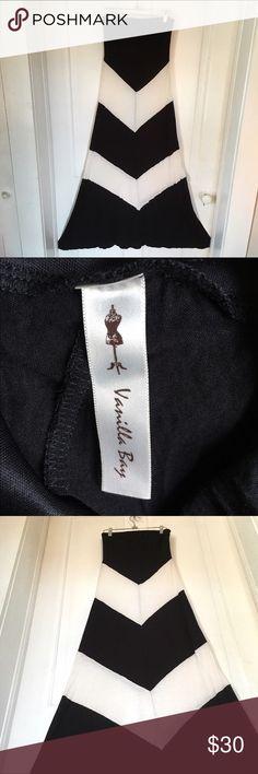 Black & White Strapless Dress Gently worn, beautiful strapless dress! Size Medium. Vanilla Sky Dresses