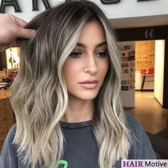 It's our absolute pleasure to introduce you to shadow roots! Never heard of the term? No need to worry, because we've prepared an extensive guide that breaks down this latest hair trend!