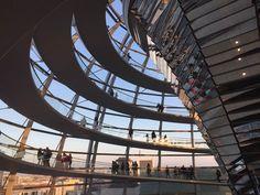 De glazen koepel van de Rijksdag beklimmen met kinderen: do or don't? Lees het nu op KidsErOpUit.