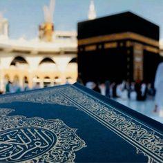 Reading Qurʾān at Masjid-Al-Haram Makkah. Quran Wallpaper, Mecca Wallpaper, 4 Wallpaper, Islamic Wallpaper, Islam Muslim, Allah Islam, Islam Religion, Muslim Pray, Mecca Madinah