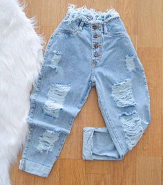 Share on WhatsApp Teen Fashion Outfits, Retro Outfits, Outfits For Teens, Cute Comfy Outfits, Stylish Outfits, Cool Outfits, Cute Ripped Jeans, Cute Pants, Mode Streetwear