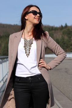 Long beige blazer, black trousers, necklace