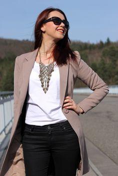 Long beige blazer, black trousers, necklace