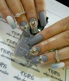 New Nails Design Elegant Bling Ideas Gold Manicure, Bling Acrylic Nails, Rhinestone Nails, Bling Nails, Red Nails, Hair And Nails, Diamante Nails, Manicure Diy, Nail Jewels