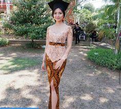 Kebaya Muslim, Kebaya Modern Hijab, Model Kebaya Modern, Kebaya Hijab, Batik Kebaya, Kebaya Bali, Model Dress Kebaya, Kebaya Wedding, Batik Fashion