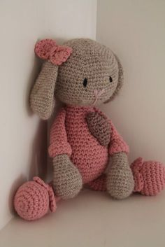 Mesmerizing Crochet an Amigurumi Rabbit Ideas. Lovely Crochet an Amigurumi Rabbit Ideas. Crochet Mignon, Crochet Bunny, Love Crochet, Crochet Animals, Knit Crochet, Crochet Patterns Amigurumi, Amigurumi Doll, Crochet Dolls, Crocheted Toys