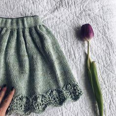 Ravelry: Fridaskjørt pattern by Elisabeth Kvalvaag Knitting For Kids, Baby Knitting Patterns, Crochet Patterns, Drops Karisma, Drops Baby, Baby Barn, Knitted Baby Clothes, Drops Design, Infants
