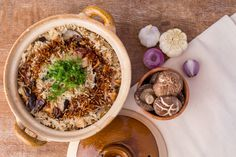 How to Cook a Flavorful Claypot Chicken Rice for Your Family Dinner? Claypot Chicken Rice, Asian Food Channel, Food Network Recipes, Cooking Recipes, Rice Ingredients, One Pot Dishes, Asian Recipes, Ethnic Recipes, Stuffed Whole Chicken
