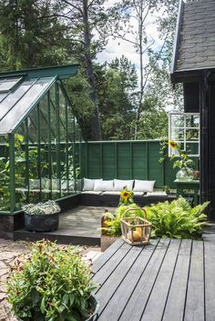 A summer house and greenhouse in Sweden (Desire To Inspire) Outdoor Spaces, Indoor Outdoor, Outdoor Living, Porches, Victorian Townhouse, Weekend House, Fence Landscaping, She Sheds, Garden Landscape Design