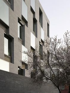 interesting solid void relationship..... 7-9 Merrion Row, Dublin. grafton architects
