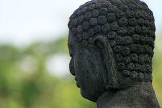 Meditation of the Buddha in the temple of Borobudur (Indonesia) | Méditation du Bouddha au temple de Borobudur (Indonésie) | La meditación del Buda en el templo de Borobudur (Indonesia)