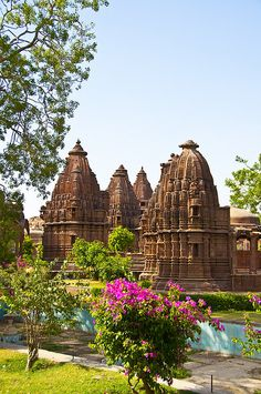 Beautiful temple on the road to Jodhpur Beautiful Places To Visit, Great Places, Places To See, India Architecture, Amazing Architecture, Jodhpur, Tourist Places, Places To Travel, Places Around The World
