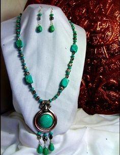 Collar prehispánico de turquesa reconstituida