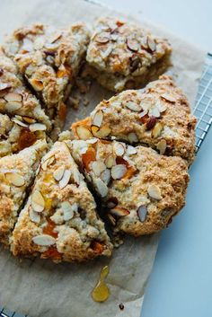 Vegan and dairy-free, these persimmon almond scones are crunchy on the outside and delightfully tender on the inside. Persimmon Cookie Recipe, Persimmon Cookies, Persimmon Bread, Persimmon Recipes, Persimmon Pudding, Dairy Free Scones, Vegan Scones, Canned Blueberries, Scones Ingredients