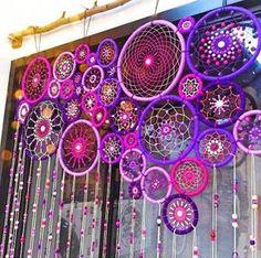 Maravillosa cortina! lanas, hilos, cuentas...lo que más lleva es paciencia