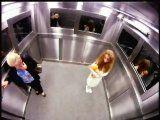 VIDEO : la Fille qui fait peur dans un ascenseur ! Camera cachée from Brésil
