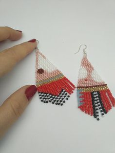 Most recent Absolutely Free simple Beadwork Style Line tension can certainly create huge effect on how your rings looks. No-one would like to expend hrs bead-w Brick Stitch Earrings, Seed Bead Earrings, Beaded Earrings, Beaded Jewelry, Crochet Earrings, Fringe Earrings, Jewellery, Bead Crochet Patterns, Peyote Patterns