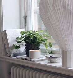 Window Ledge Decor, Zen Home Decor, Beautiful Interior Design, Home Look, Plant Decor, E Design, Room Decor, Plants, Living Room