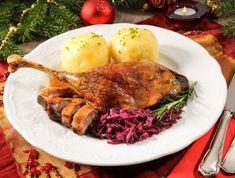 karácsonyi menü   Mindmegette.hu Dinner Dishes, Side Dishes, What Is Stuffing, Cherry Compote, German Baking, Christmas Dinner Menu, Big Kitchen, German Christmas, Big Bowl