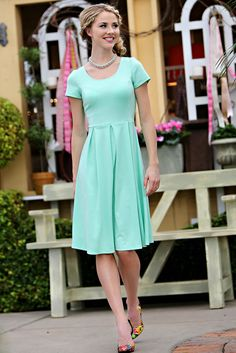 Ivy Dress in Mint/ Modest Dresses/ Spring Dresses/ Great for any occasion! Feminine and flattering while being modest!
