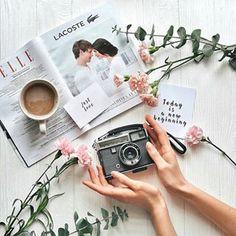 Идея для фото в инстаграм. Весенняя раскладка, вдохновение, цветы, кофе, flatlay весна #фото #flatlay #instagram #весна #вдохновение